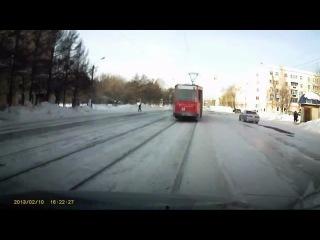 На трамвай торопилась